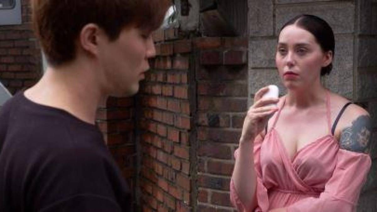 Deavan Clegg talks to Jihoon Lee while filming 90 Day Fiance.