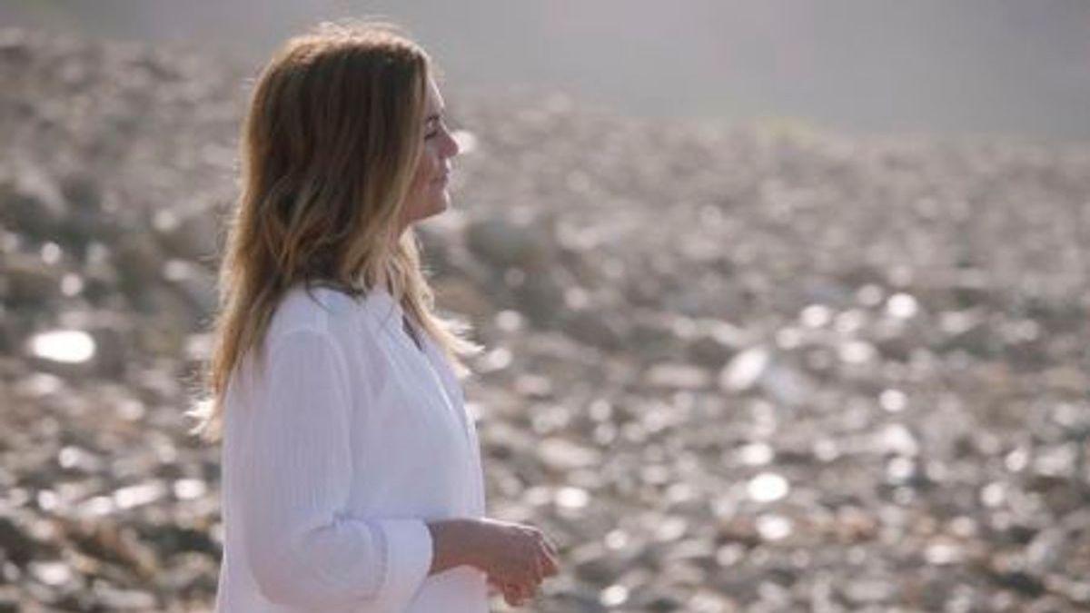 Ellen Pompeo plays Meredith Grey on Grey's Anatomy