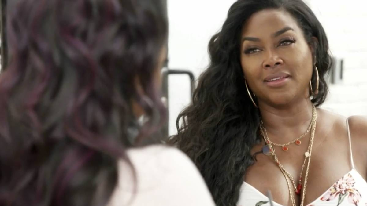 Kenya Moore talks to Kandi Burruss in the RHOA Season 13 Episode 4 preview.