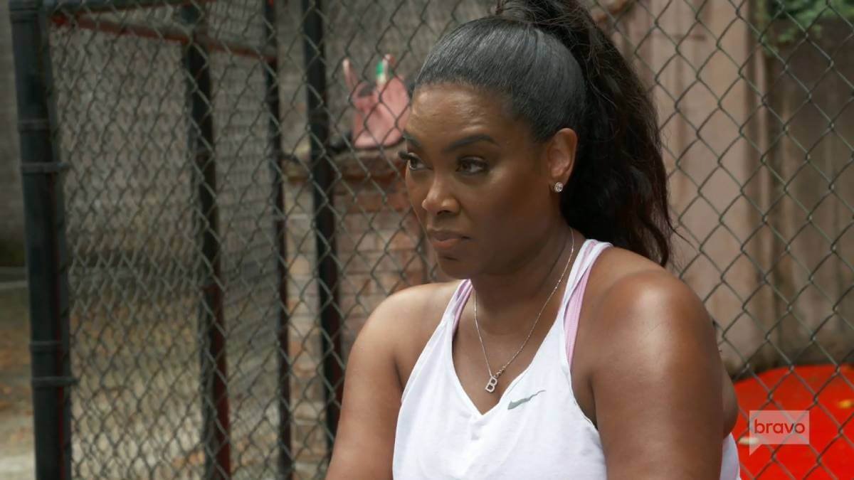 Kenya Moore films for RHOA while exercising.