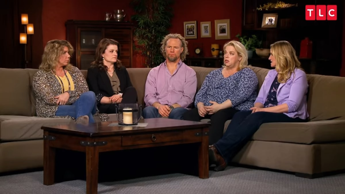 Sister Wives stars Kody, Janelle, Christine, Mary, and Robin Brown.