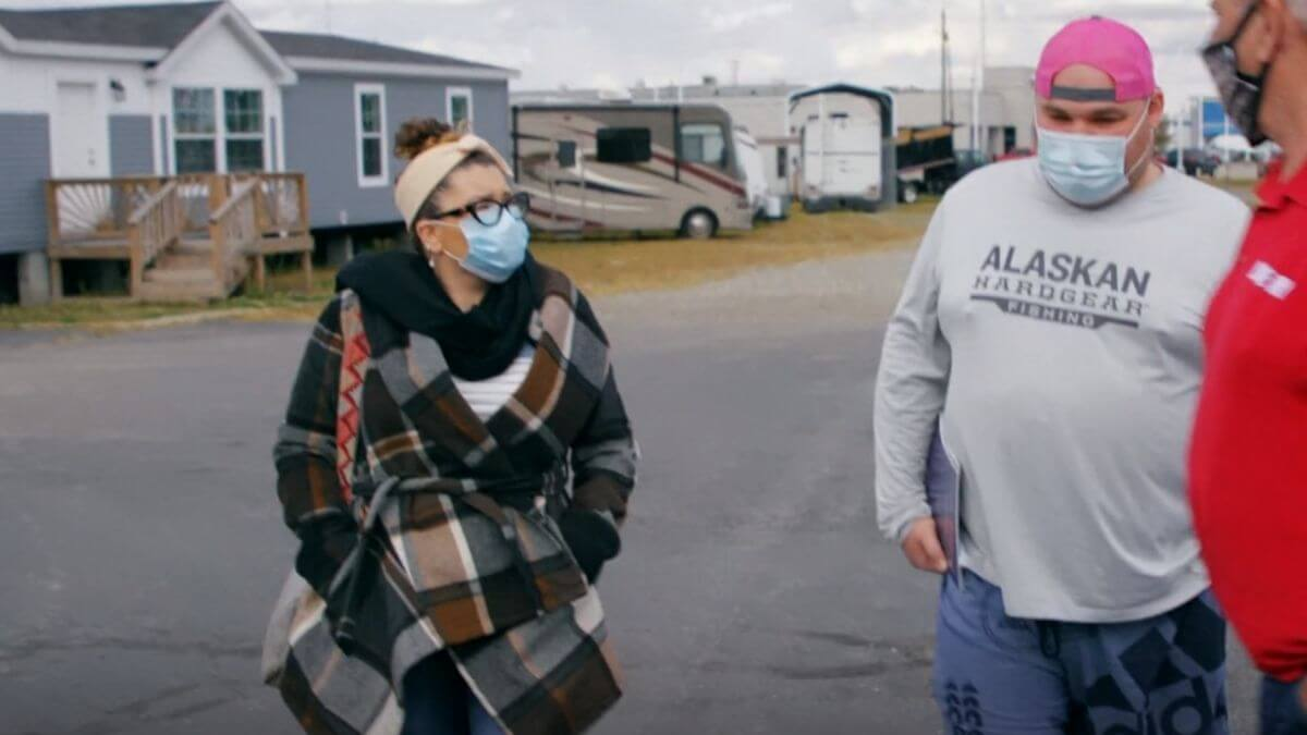Amber Portwood and Gary Shirley look at modular homes to build on his property