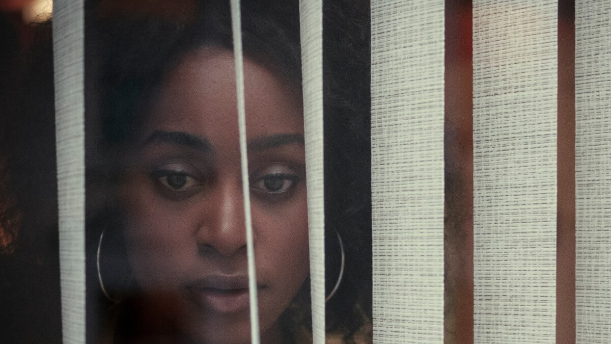 Simona Brown as Louise in Behind Her Eyes.