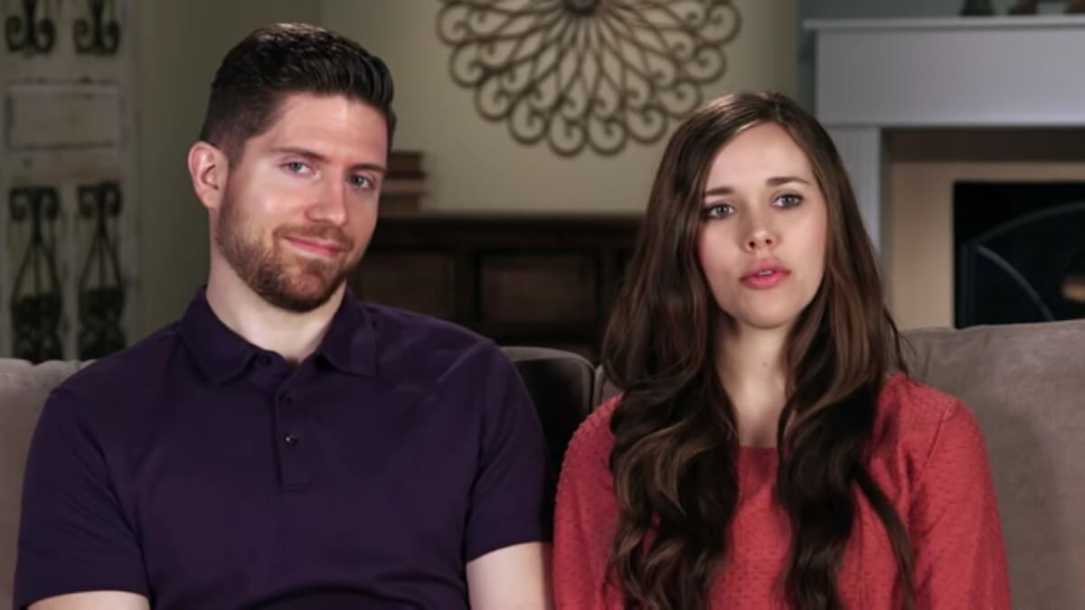 Ben and Jessa in a Counting On confessional.