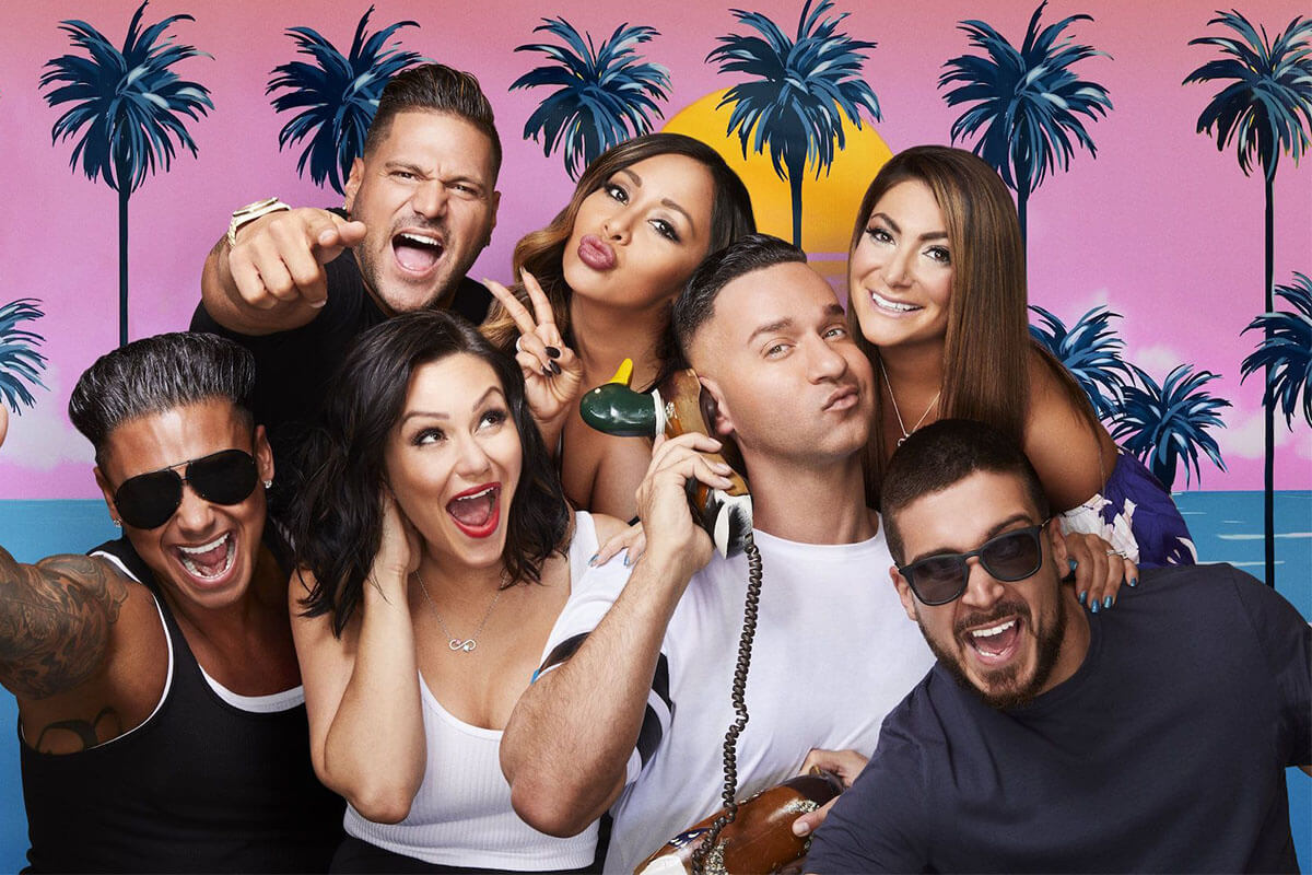 """Group photo of the original cast of Jersey Shore, including: Ronnie, Snooki, Deena, Pauly D, JWoww, Mike """"The Situation"""", and Vinny."""