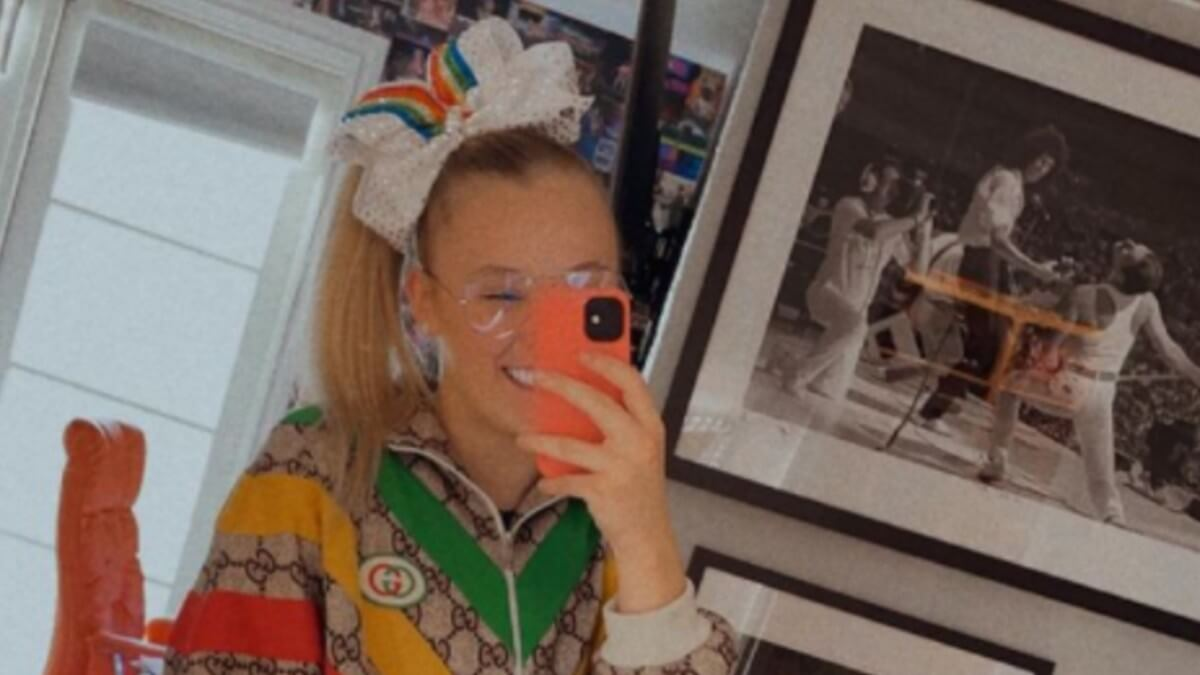 JoJo Siwa poses for selfie on Instagram