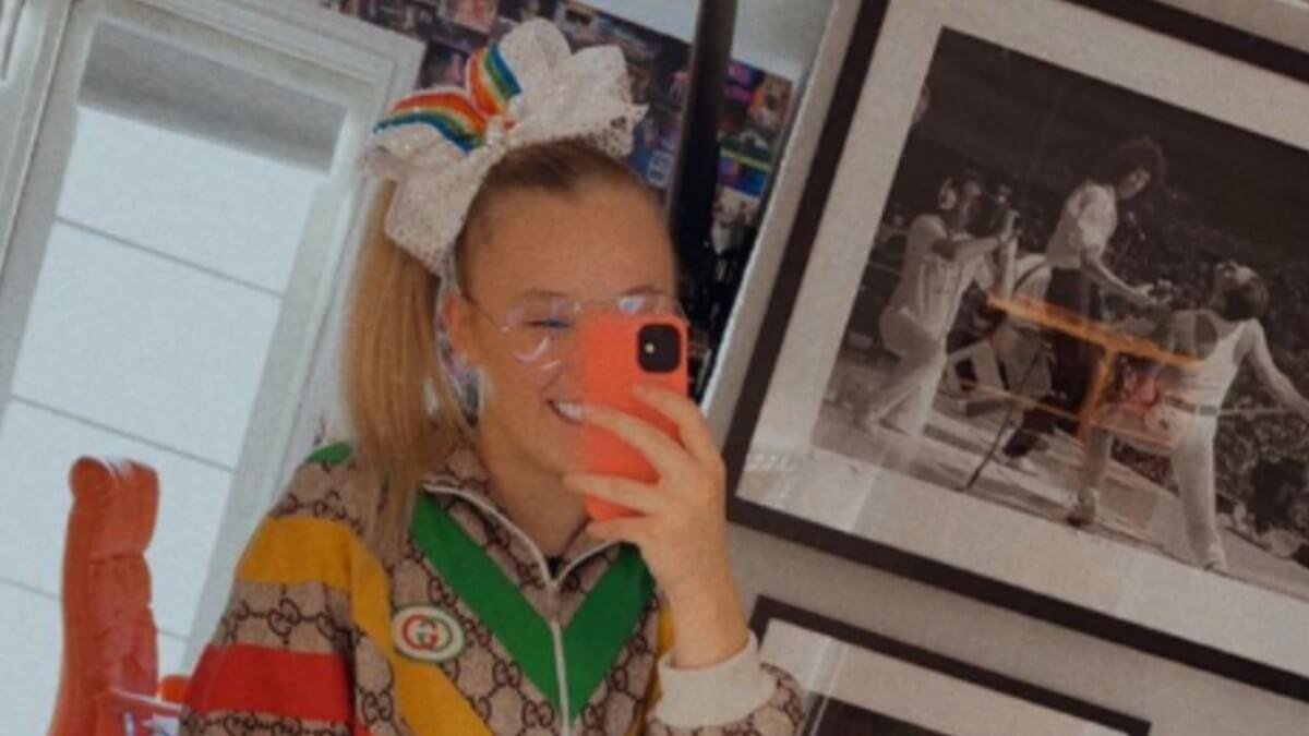 JoJo Siwa poses for selfie on Instagram