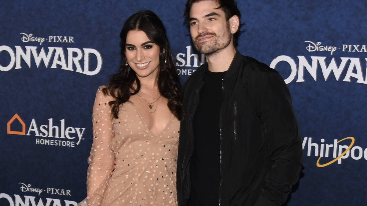 Ashley Iaconetti and Jared Haibon on the red carpet.