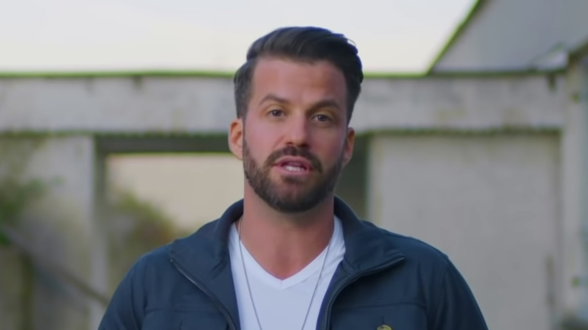 the challenge star johnny bananas receives award