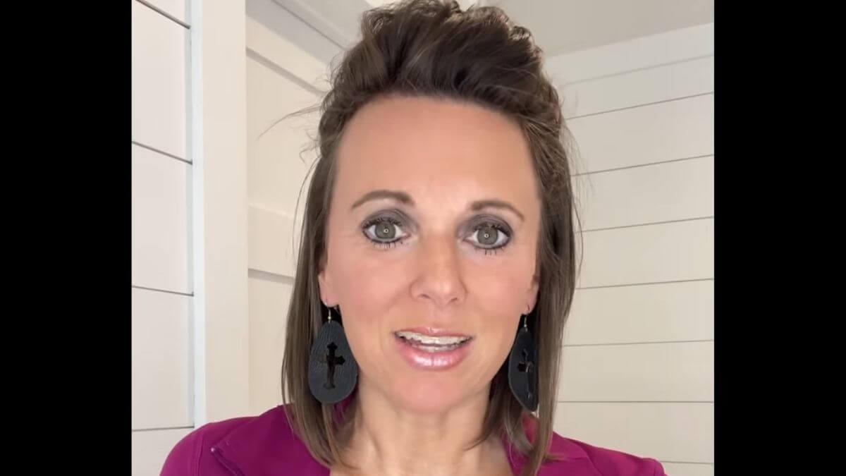 Courtney Waldrop of Sweet Home Sextuplets on YouTube