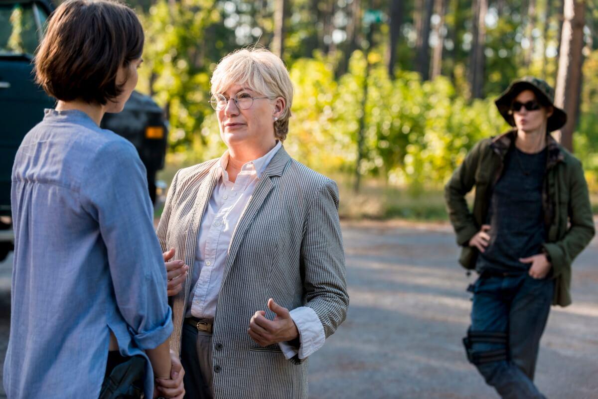 Lauren Cohan as Maggie Greene, Jayne Atkinson as Georgie, Kim Ormiston as Hilda, Misty Ormiston as Midge, as seen in Episode 12 of AMC's The Walking Dead Season 8