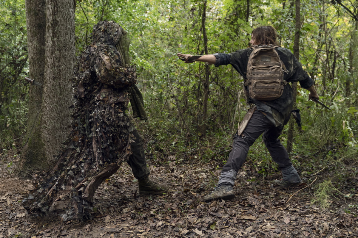 Mike S. Whinnet as The Attacker and Norman Reedus as Daryl Dixon, as seen in Episode 17 of AMC's The Walking Dead
