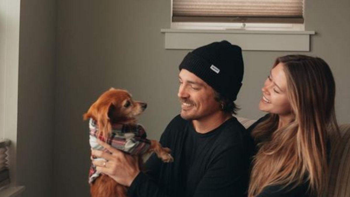 Caelynn Miller-Keyes and Dean Unglert with their puppy