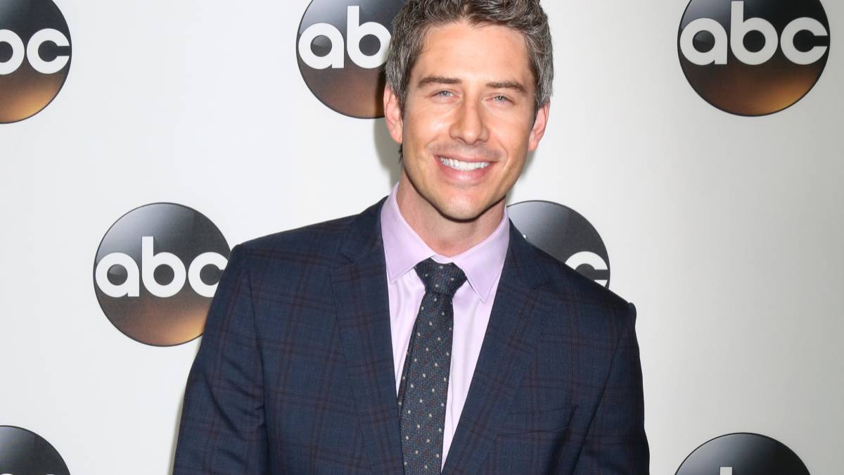 Arie Luyendyk Jr. poses on the red carpet