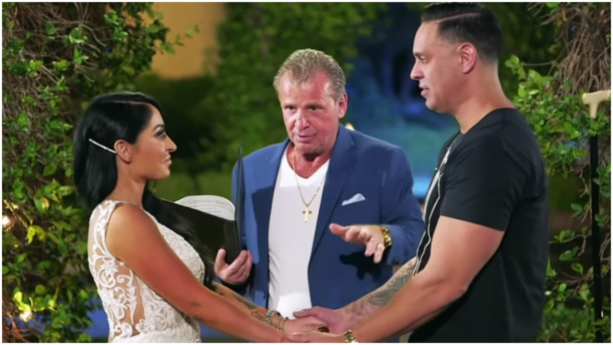 Angelina Pivarnick and Chris Larangeira star on Jersey Shore: Family Vacation.