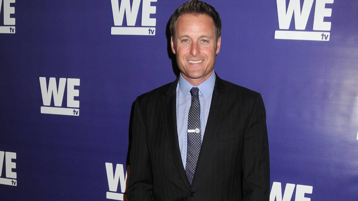 Chris Harrison poses on the red carpet.