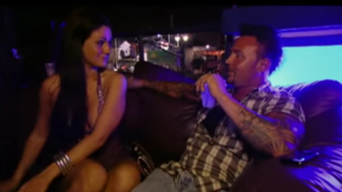 Jenni Farley and Roger Mathews meet for the first time on Jersey Shore.