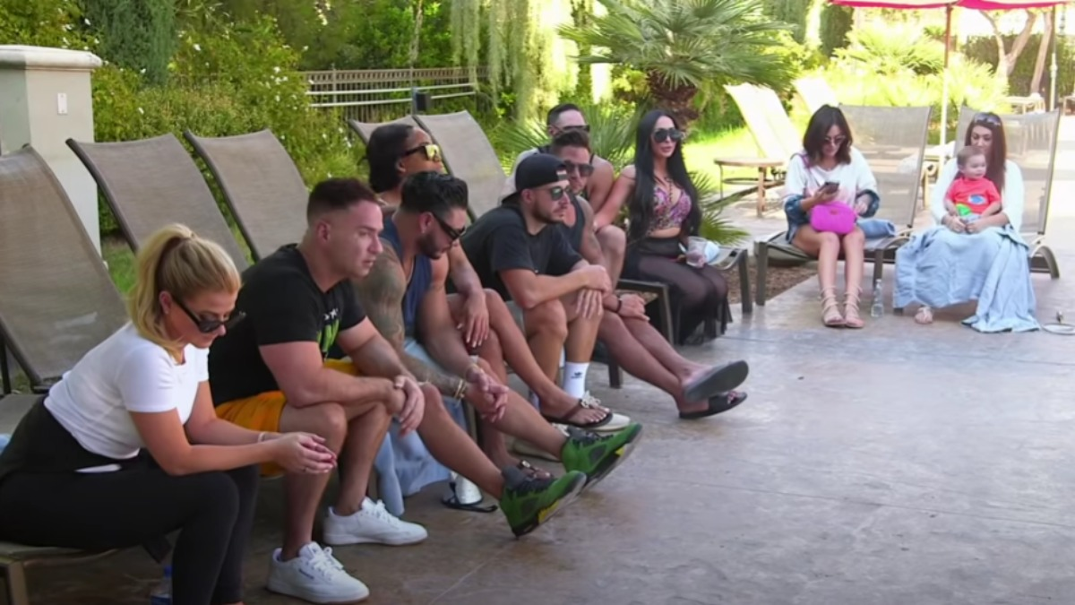Jersey Shore: Family Vacation stars gather together for a talk.