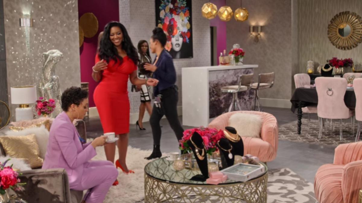 Kenya Moore appears on Netflix's Family Reunion.