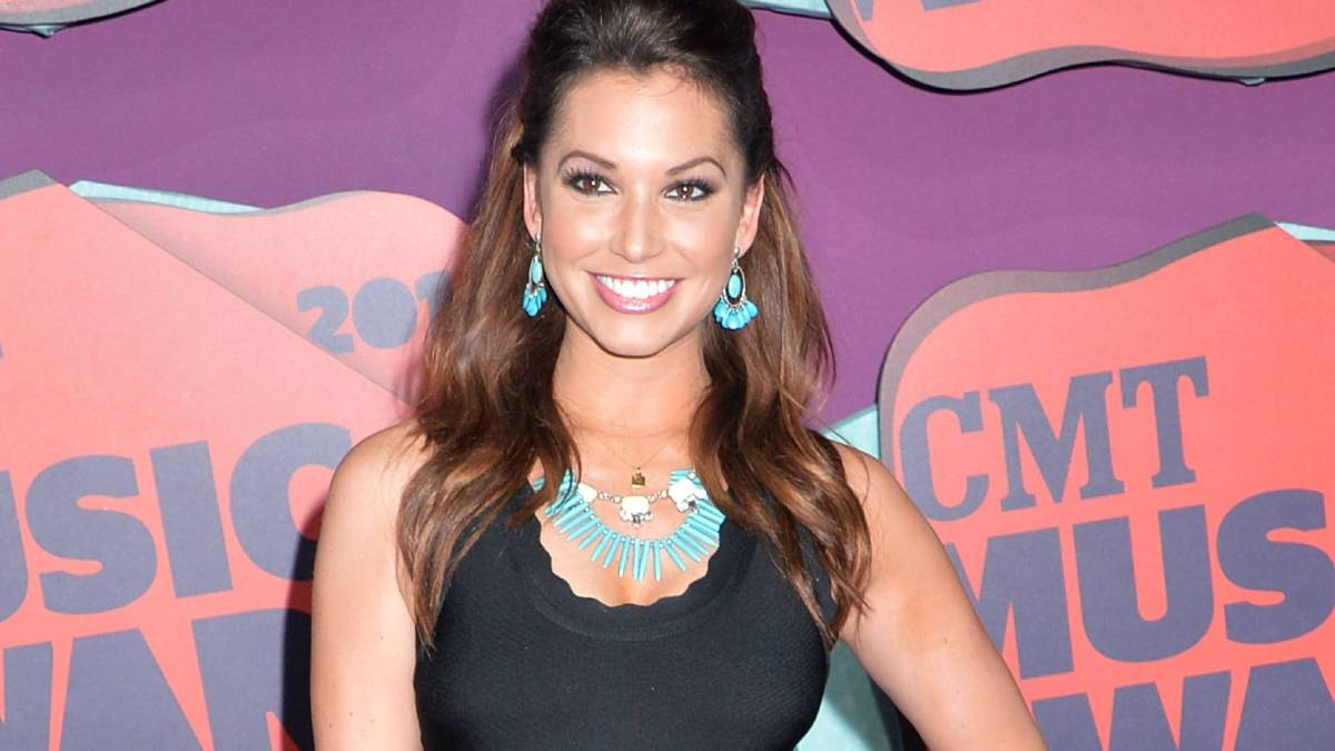 Melissa Rycroft poses on the red carpet