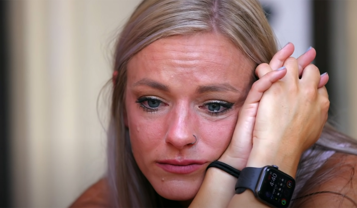 Mackenzie crying over the end of her and Josh's marriage