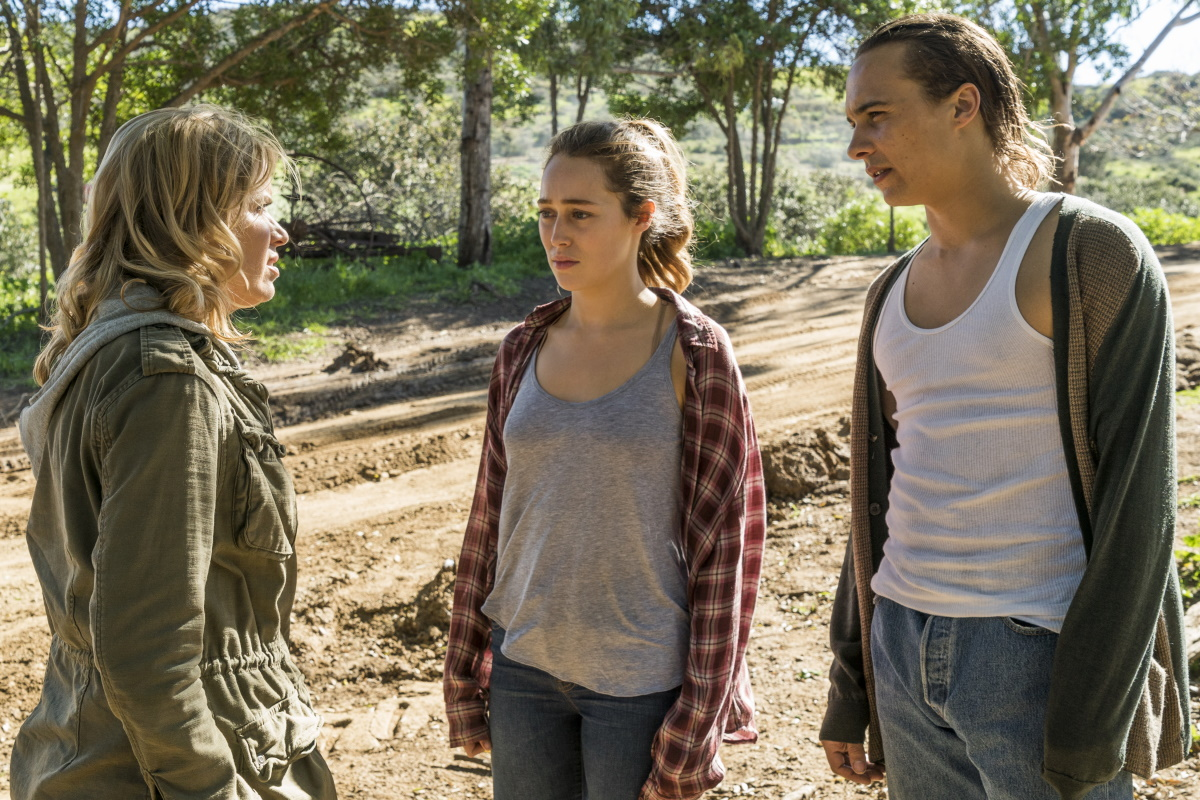 Kim Dickens as Madison Clark, Alycia Debnam-Carey as Alicia Clark, Frank Dillane as Nick Clark, as seen in Episode 5 of AMC's Fear the Walking Dead Season 3