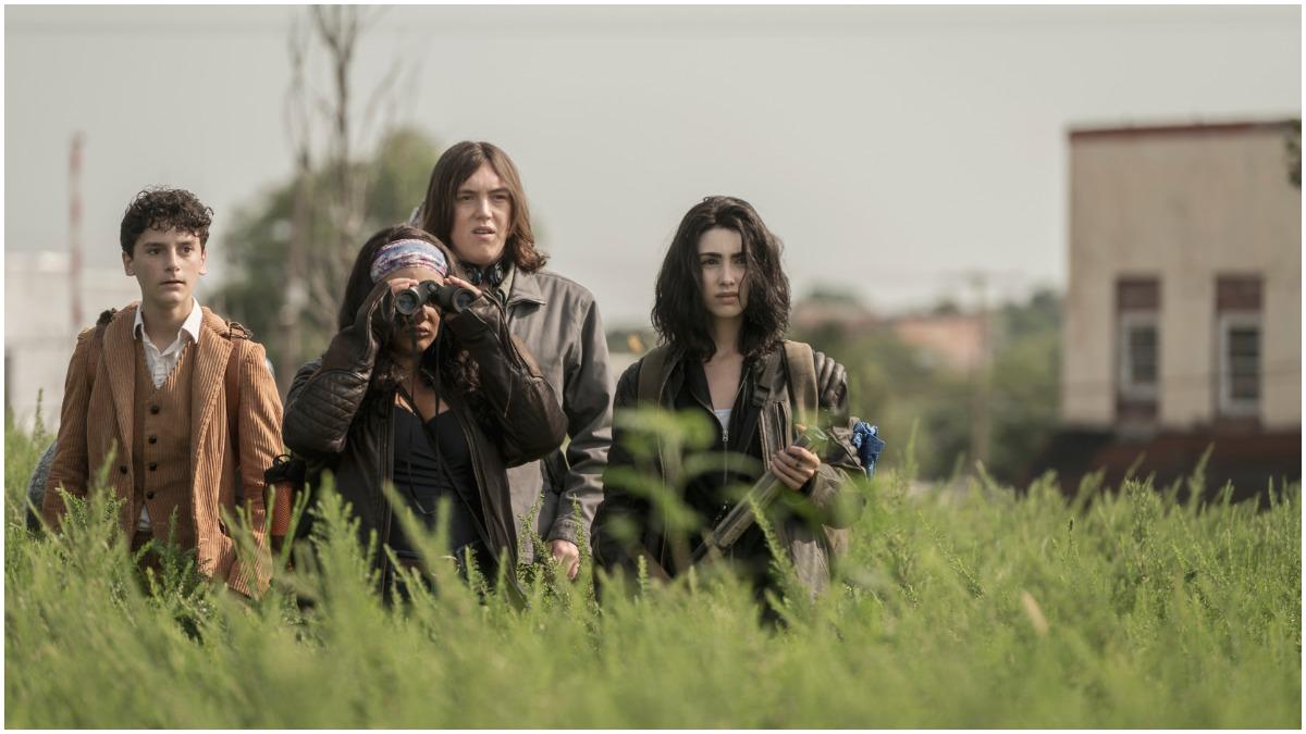 Nicolas Cantu as Elton, Aliyah Royale as Iris, Hal Cumpston as Silas, Alexa Mansour as Hope, as seen in Episode 2 of AMC's The Walking Dead World Beyond Season 1