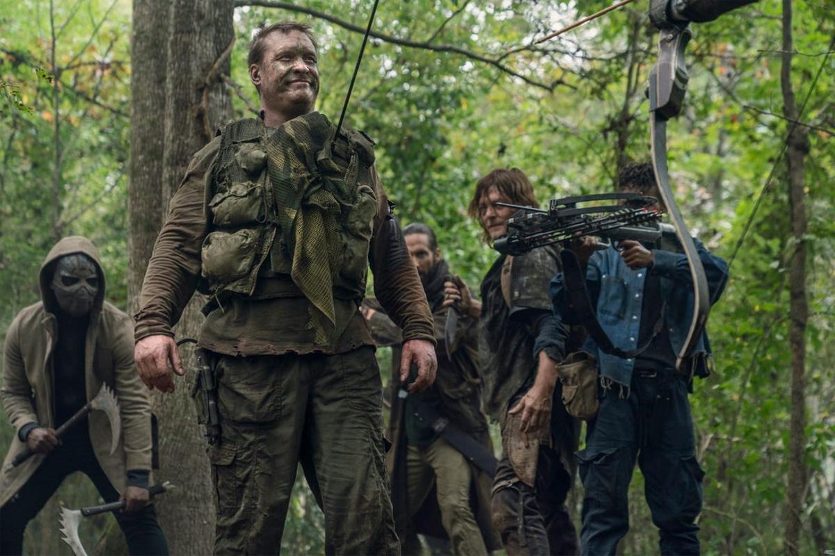 Norman Reedus as Daryl Dixon, Okea Eme-Akwari as Elijah, Mike S. Whinnet as The Attacker, James Devoti as Cole, Angel Theory as Kelly, as seen in Episode 17 of AMC's The Walking Dead Season 10C
