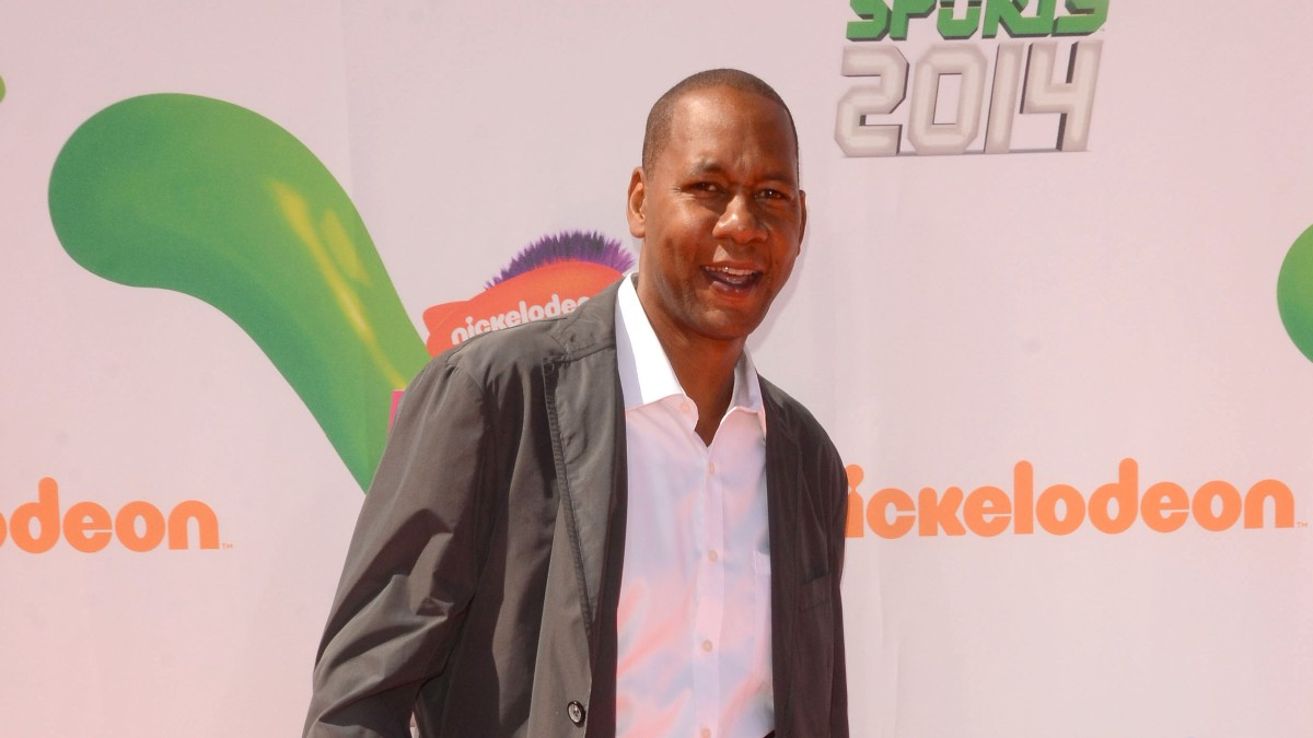 Image of Mark Curry at a red carpet event.