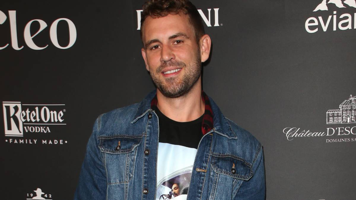 Nick Viall poses on the red carpet.