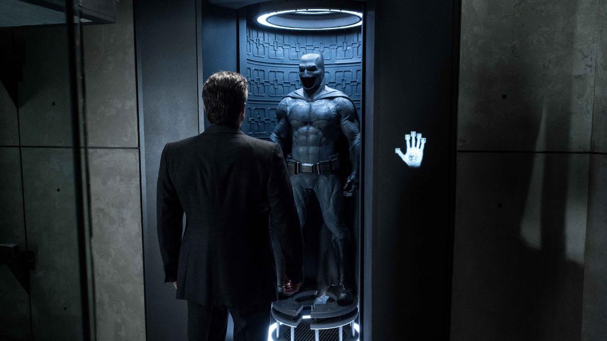 Zack Snyder supports #RestoreTheSnyderVerse Affleck.