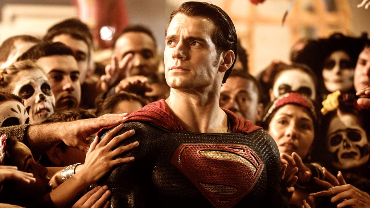 Zack Snyder supports #RestoreTheSnyderVerse Superman.