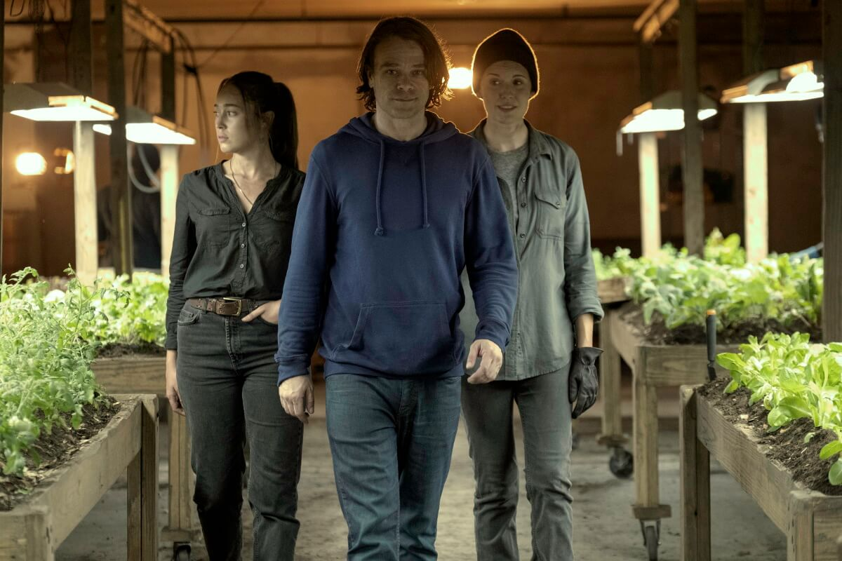 Alycia Debnam-Carey as Alicia Clark, Nick Stahl as Riley, and Maggie Grace as Althea, as seen in Episode 11 of AMC's Fear the Walking Dead Season 6