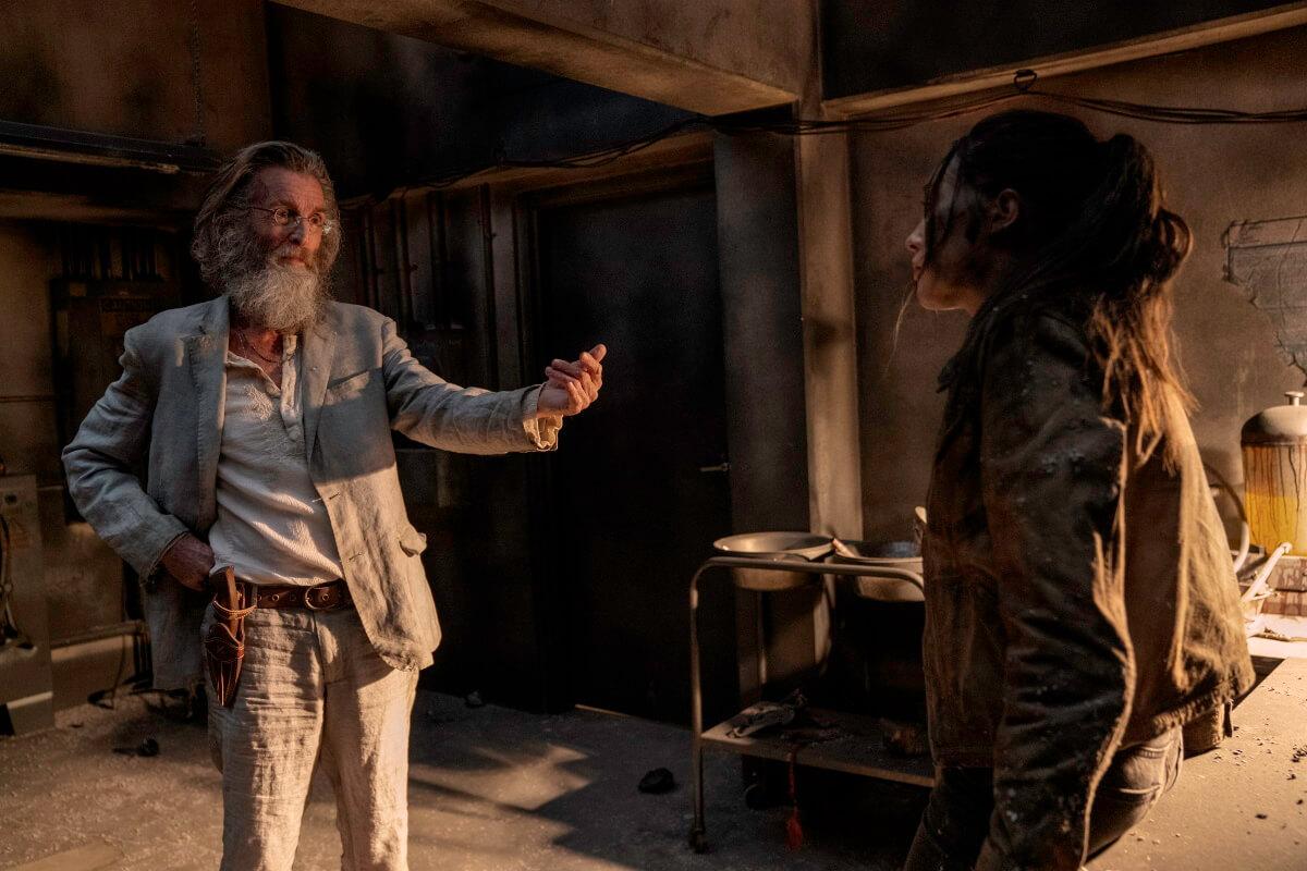 John Glover as Teddy and Alycia Debnam-Carey as Alicia Clark, as seen in Episode 11 of AMC's Fear the Walking Dead Season 6