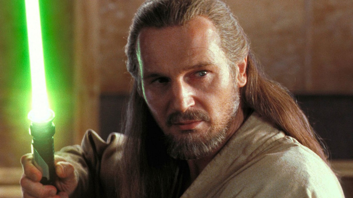 Qui-Gon Jinn with his lightsaber in battle