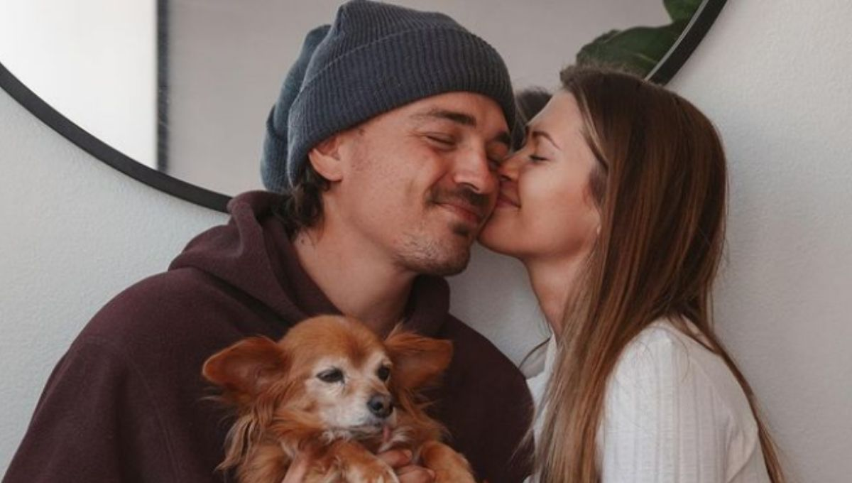 Caelynn Miller-Keyes and Dean Unglert cuddle with their dog