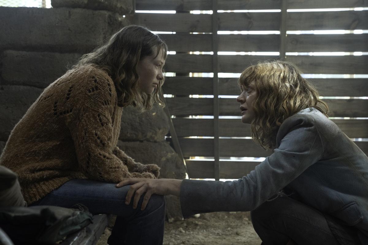 Zoe Colletti as Dakota and Colby Minifie as Virginia, as seen in Episode 9 of AMC's Fear the Walking Dead Season 6