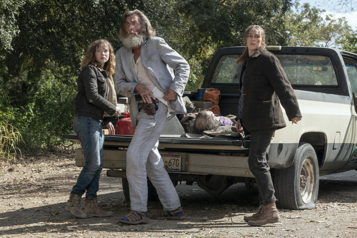 Zoe Colletti as Dakota, John Glover as Teddy, Alycia Debnam-Carey as Alicia Clark, as seen in Episode 14 of AMC's Fear the Walking Dead Season 6