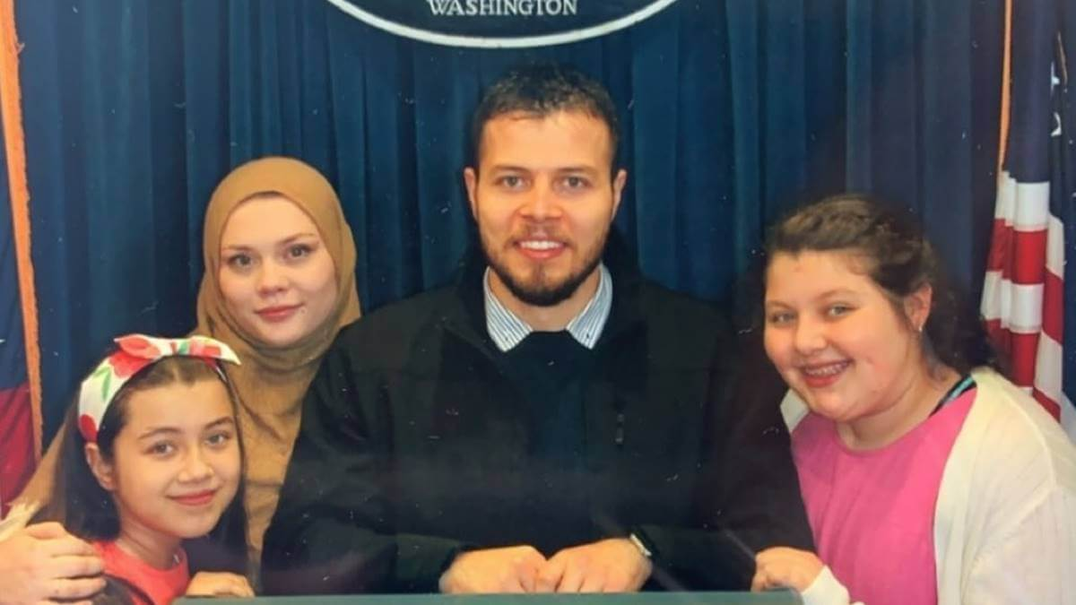 Avery Mills and Omar Albakour make it to the White House - 90 Day Fiance fans cheer him on after he makes it to US