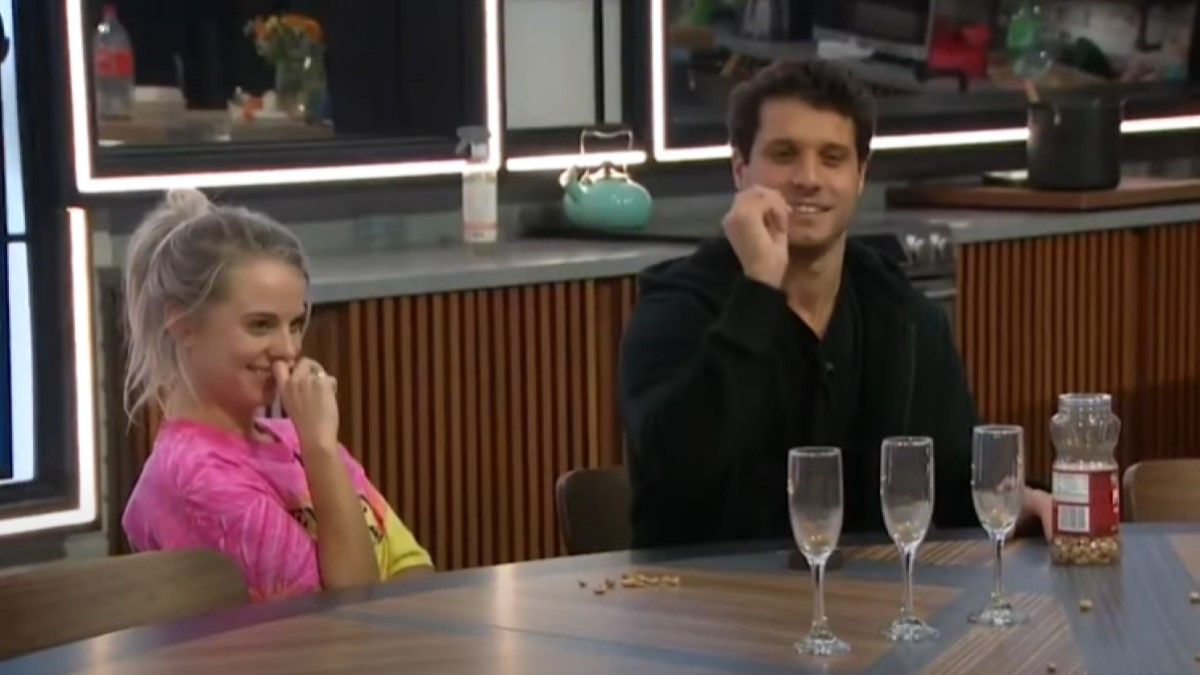 BB22 Cast Playing
