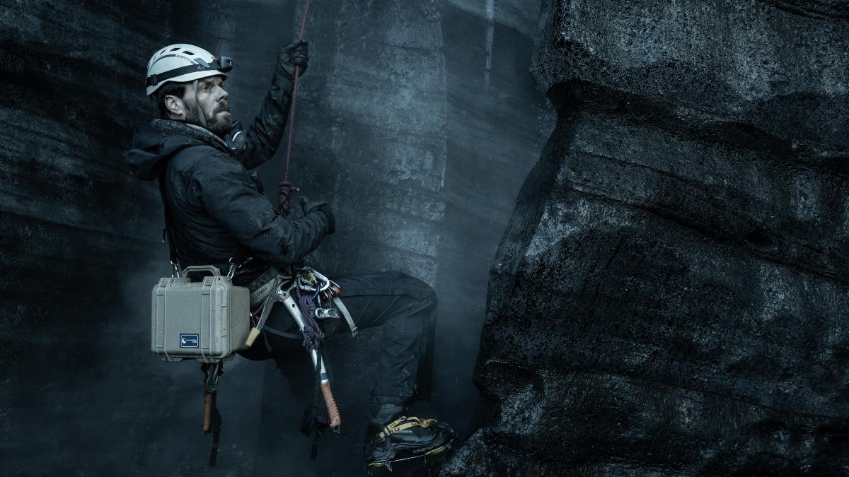 Björn Thors as Darri from Katla.