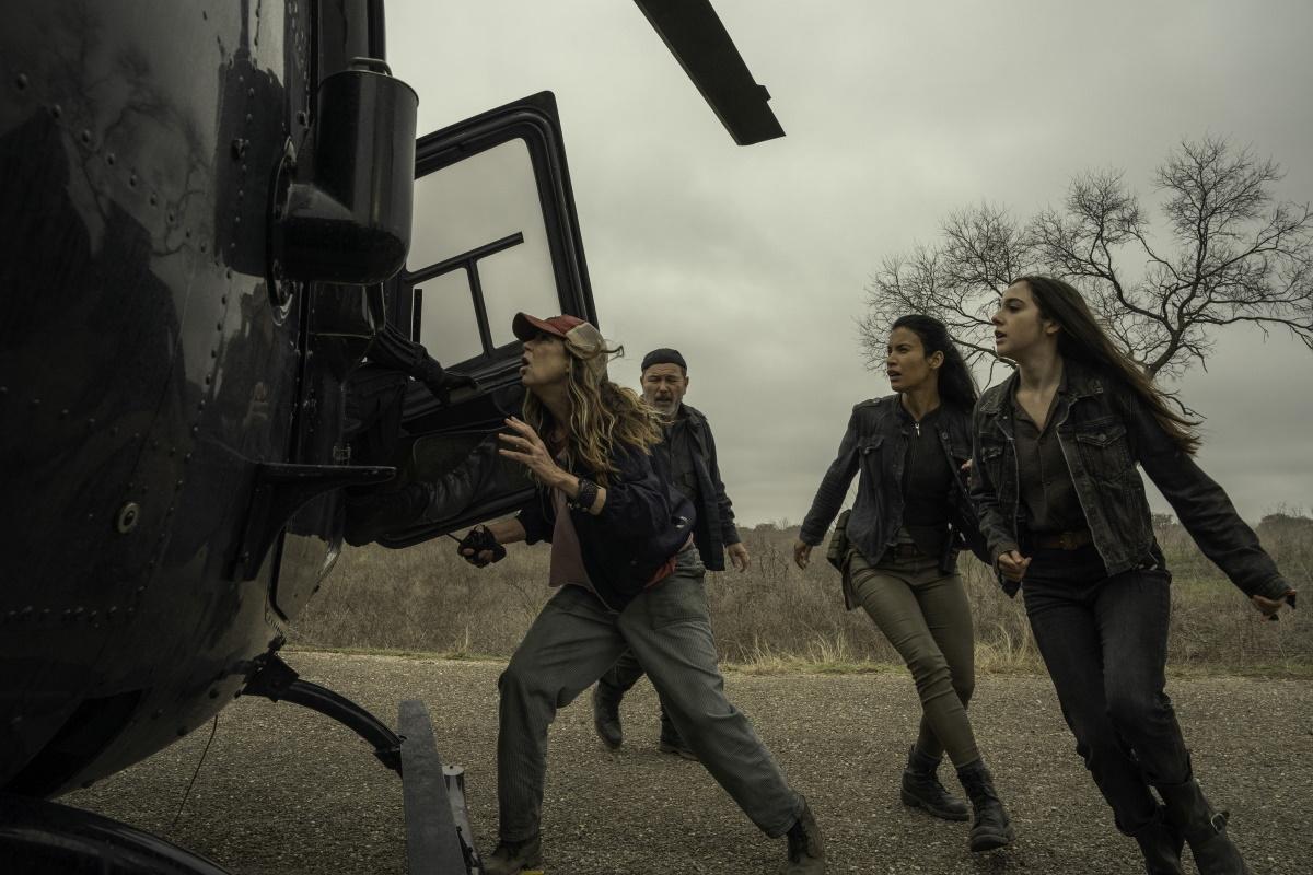 Mo Collins as Sarah, Ruben Blades as Daniel Salazar, Danay Garcia as Luciana, Alexa Nisenson as Charlie, as seen in Episode 16 of AMC's Fear the Walking Dead Season 6
