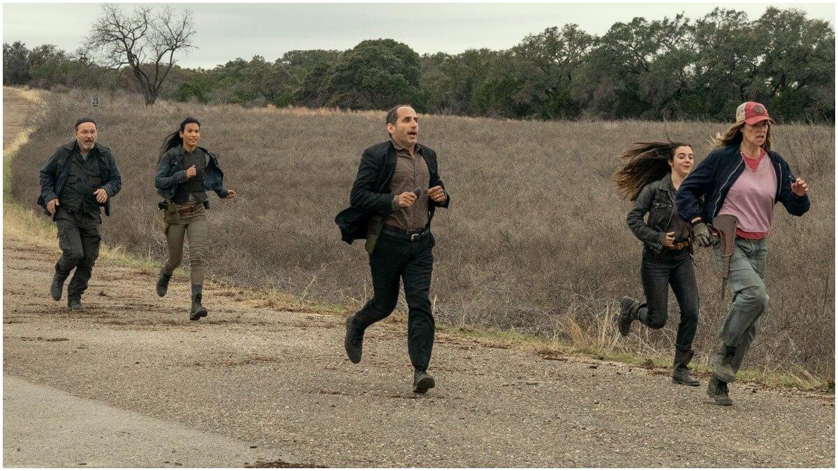 Ruben Blades as Daniel Salazar, Danay Garcia as Luciana, Peter Jacobson as Jacob, Alexa Nisenson as Charlie, and Mo Collins as Sarah, as seen in Episode 16 of AMC's Fear the Walking Dead Season 6