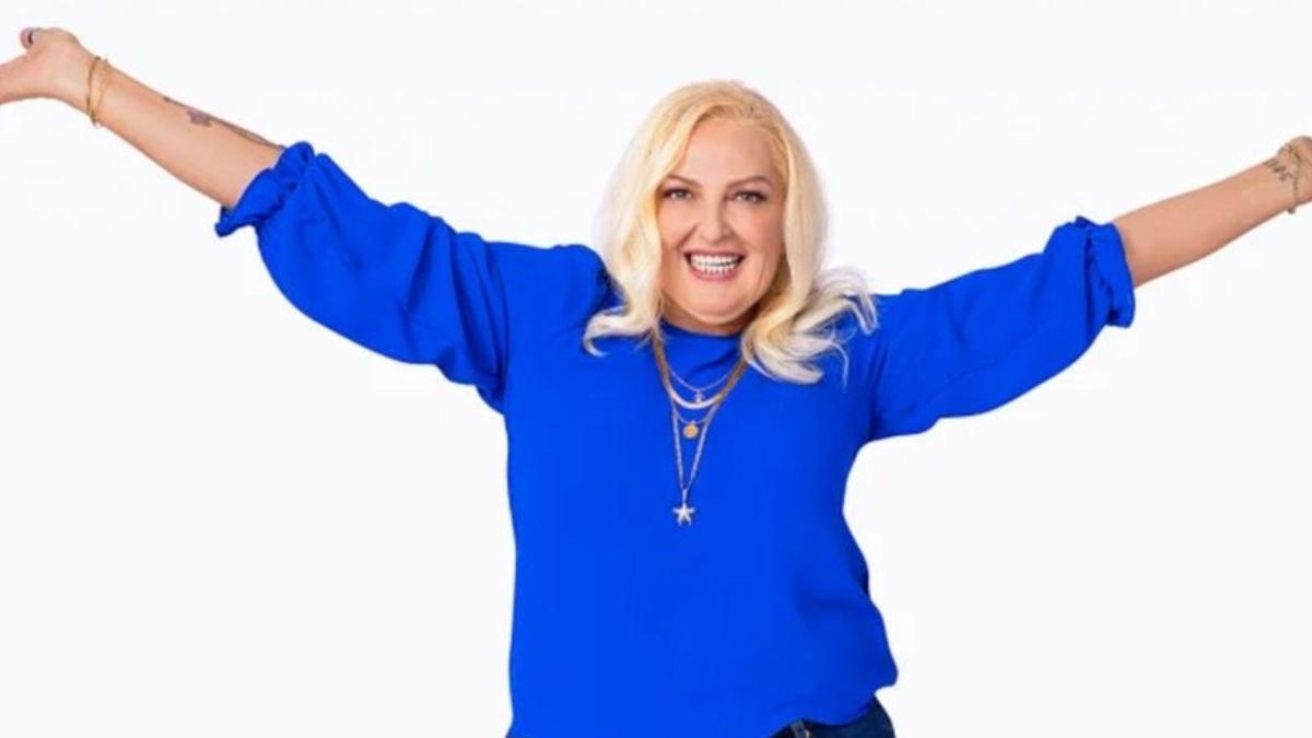 Angela Deem wearing blue for TLC.