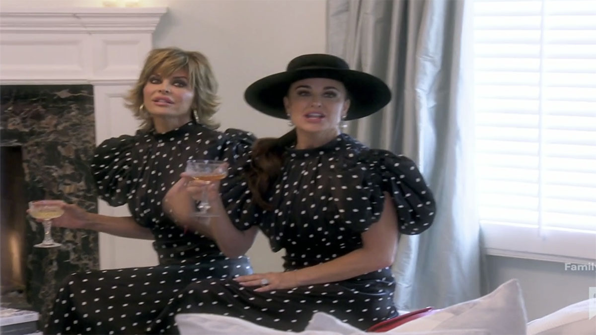RHOBH Kyle and Lisa Rinna in same outfit