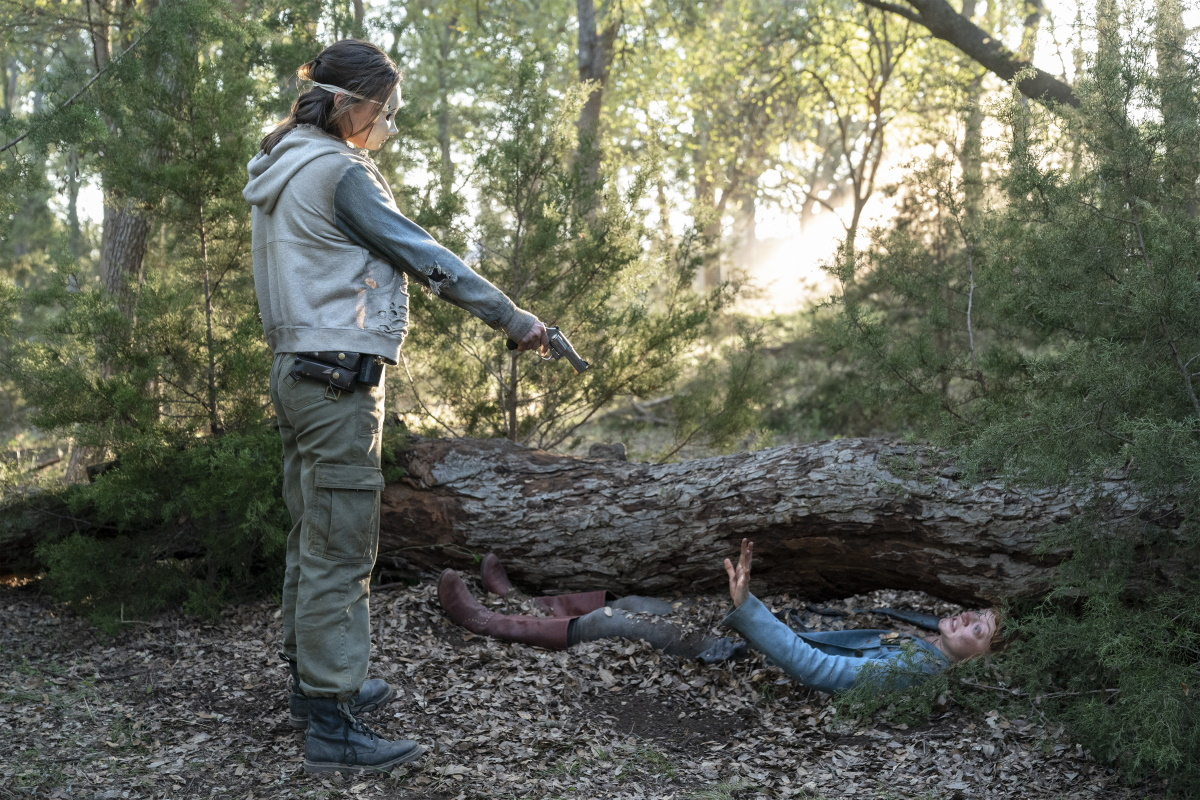 Christine Evangelista as Sherry and Colby Minifie as Virginia, as seen in Episode 9 of AMC's Fear the Walking Dead Season 6