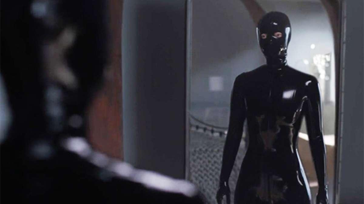 Sierra McCormick stars as Scarlett, as seen in Episode 1 of FX's American Horror Stories