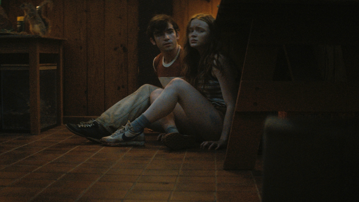 Ted Sutherland as Nick and Sadie Sink as Ziggy in Fear Street Part 2: 1978