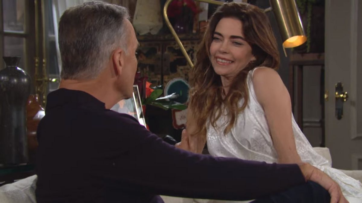 Ashland and Victoria talk marriage and Abby question's Mariah's loyalty