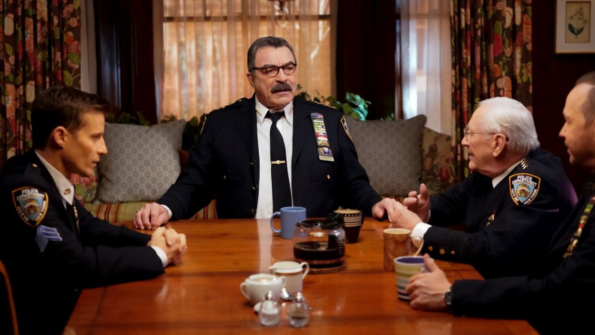 Tom Selleck sitting with his family in Blue Bloods